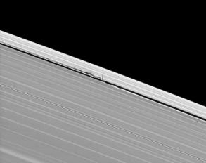 20120904_daphnis-keeler-gap-angle_f537
