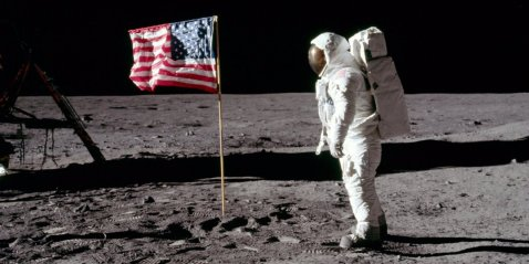 the-american-flags-on-the-moon-are-disintegrating