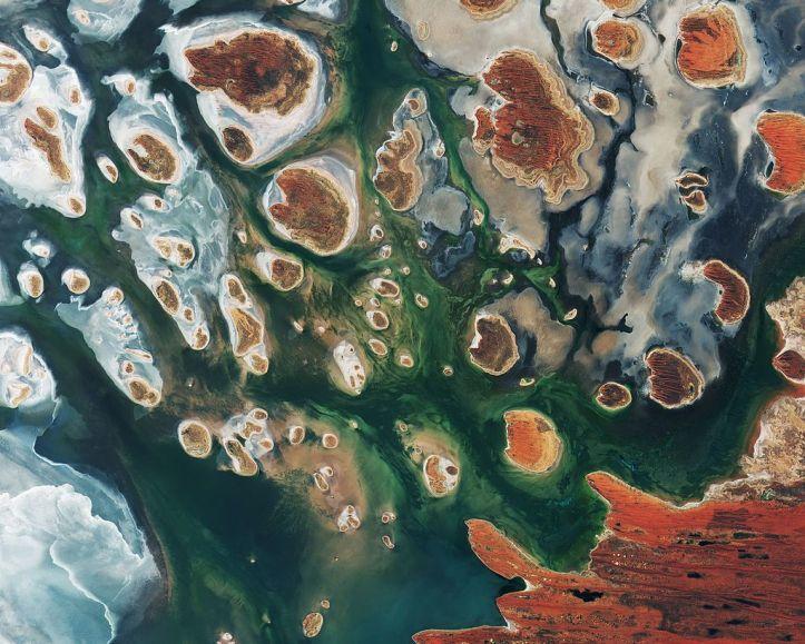 Lake_MacKay_Australia.jpg