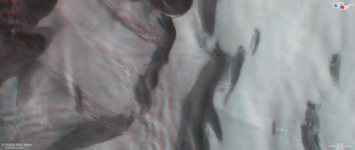 Mars_north_polar_ice_cap_in_3D_pillars