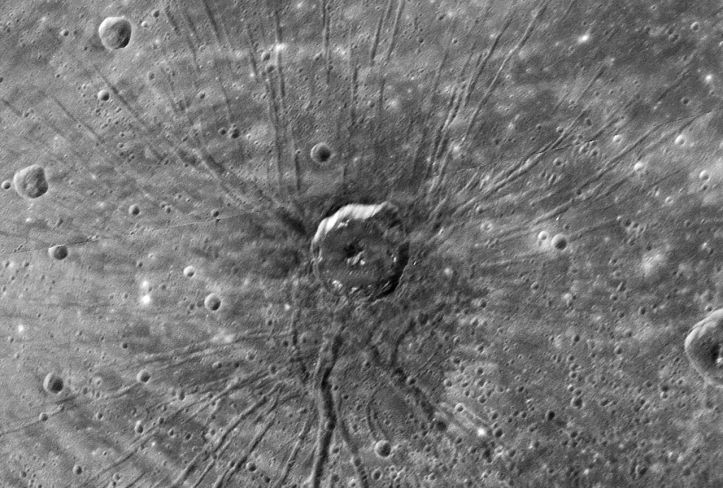 1280px-Spider_crater_on_planet_mercury